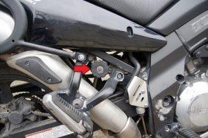 Настройка твърдостта и височината на задно окачване на Suzuki V-strom.