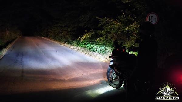 Осветяване на пътя с допълнителни LED светлини и дълги
