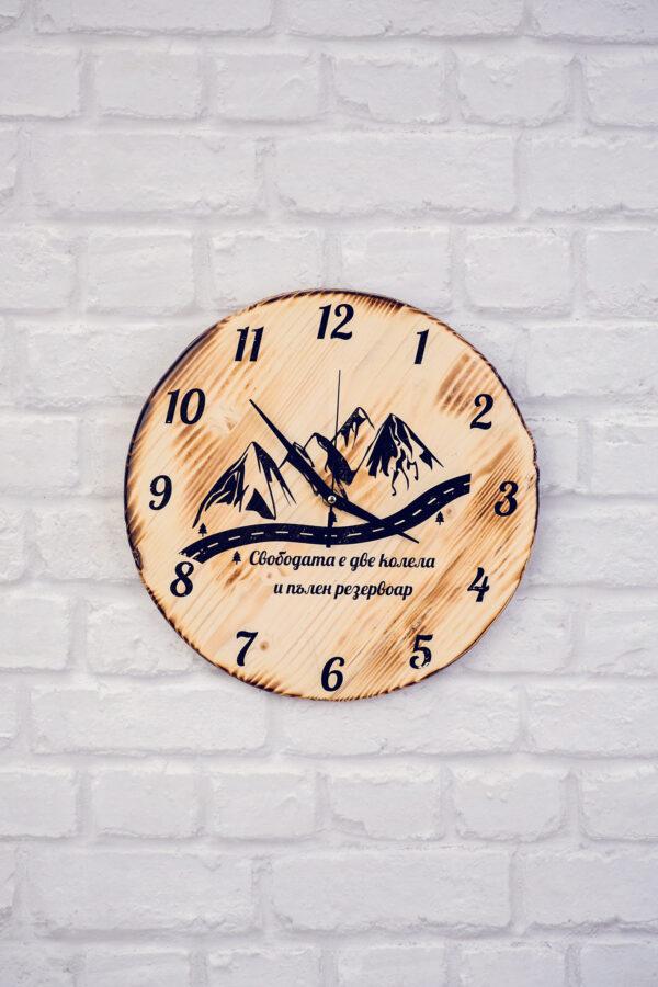 Мото дървен часовник