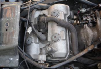 Свещ на заден цилиндър на двигател DL1000.